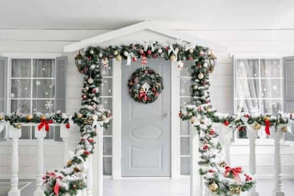 Outdoor Holiday Decorating Dos and Dont's