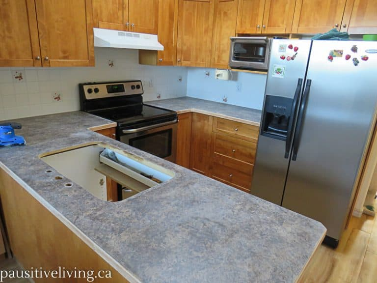 Modernize and Rehabilitate Your Outdated Kitchen Countertops with SpreadStone #DaichCoatings